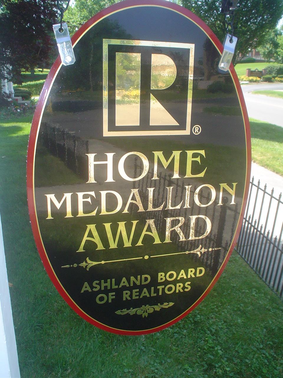 home medallion sign