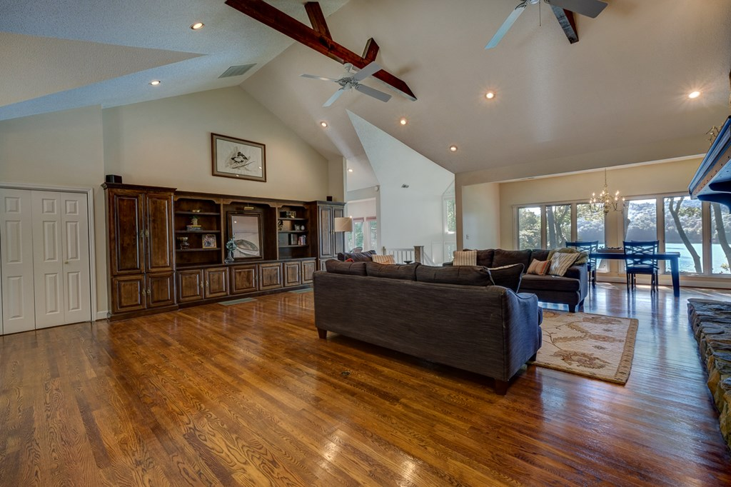 Huge Living room with vaulted ceiling