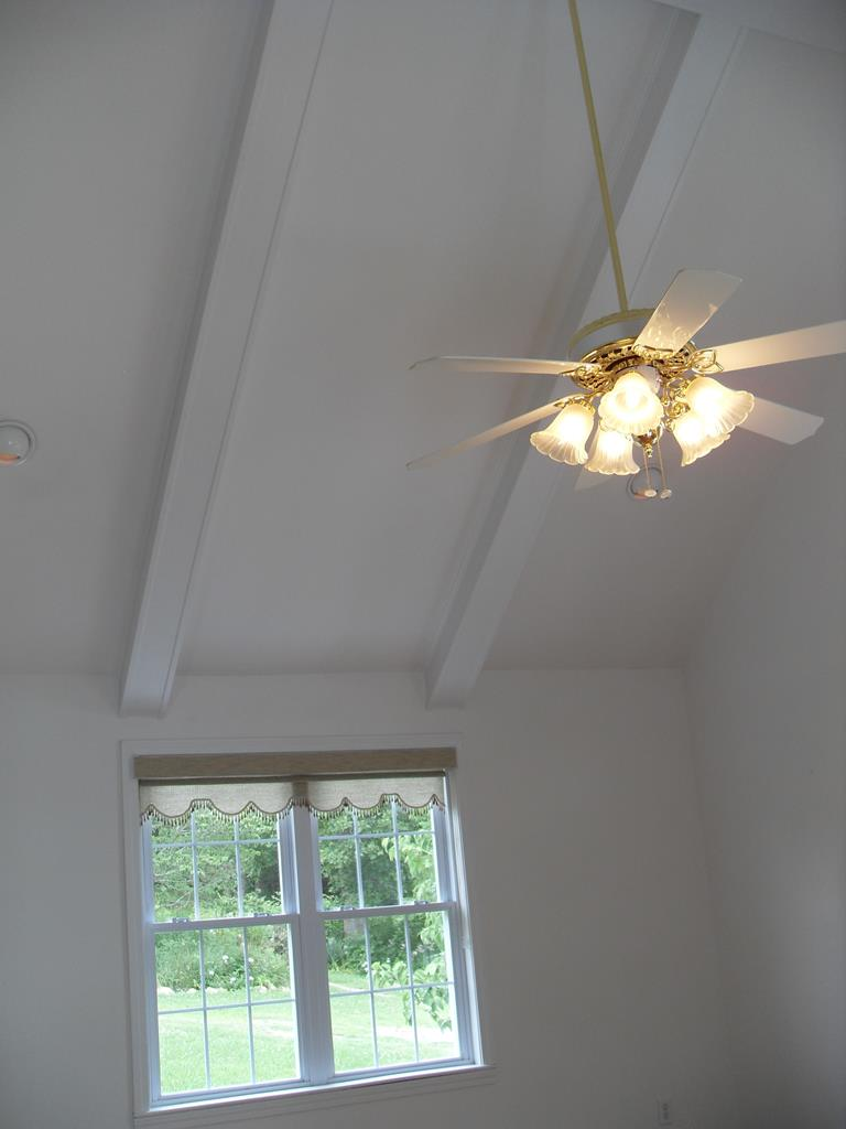 Sunroom/Vaulted Ceilings