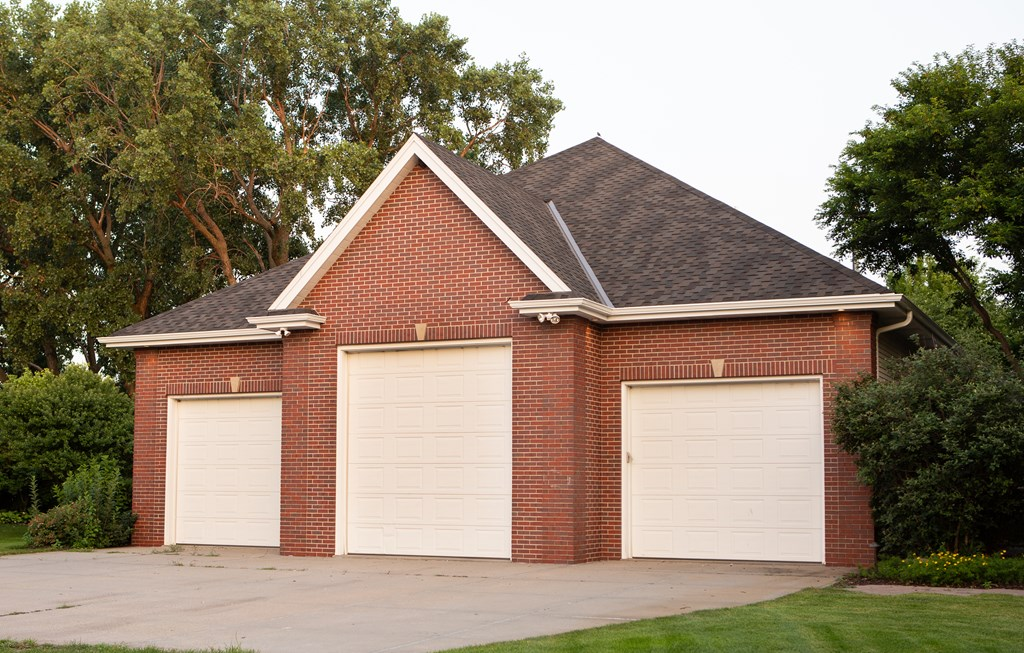 3-Car Detached Garage