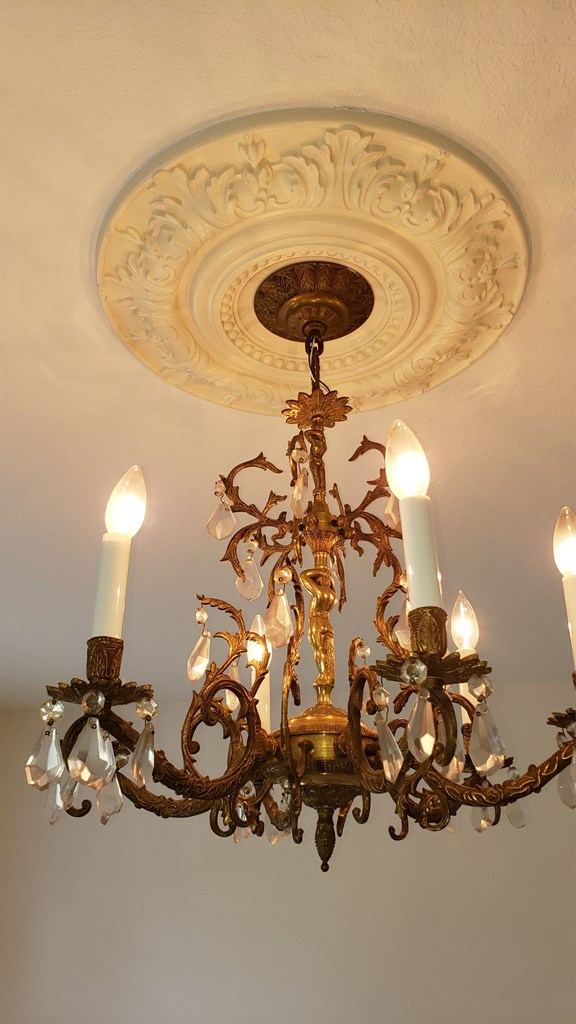 Another crystal chandelier and ceiling medallion