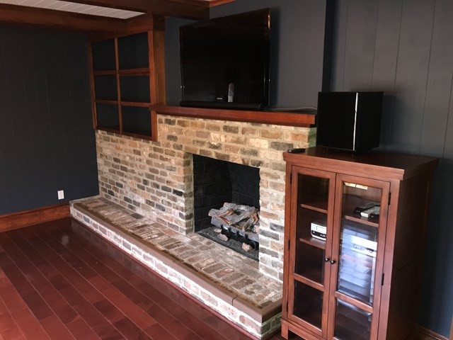 FIREPLACE IN LIVING ROOM-TV STAYS