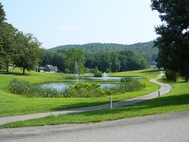cookeville_neighborhoods_white_plains_golf_course_fountainview.jpg